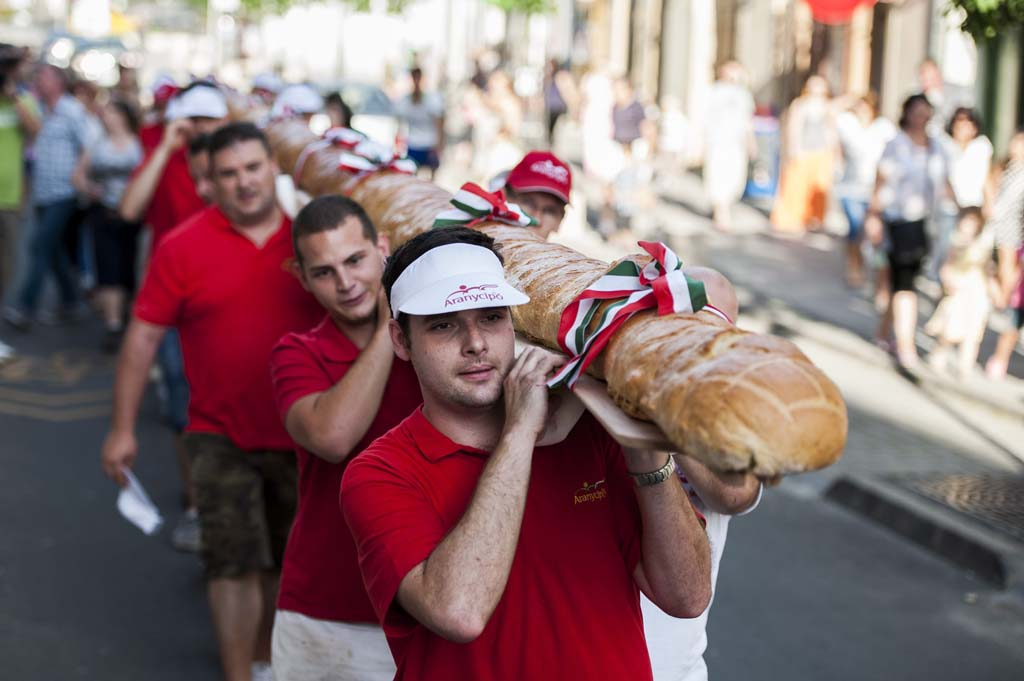Pékfesztivál Печ - Печ Giant Хлеб