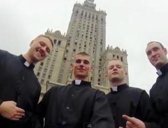 Katolikus papnak öltözve végeztek bázisugrást a Kultúrpalotáról