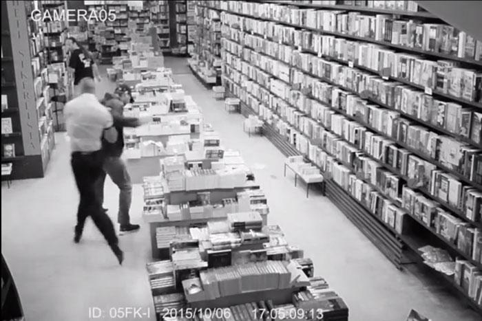 könyvesbolti verekedés