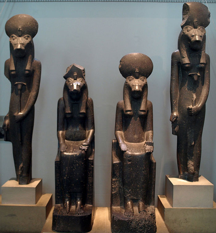 Szehmet-szobrokat