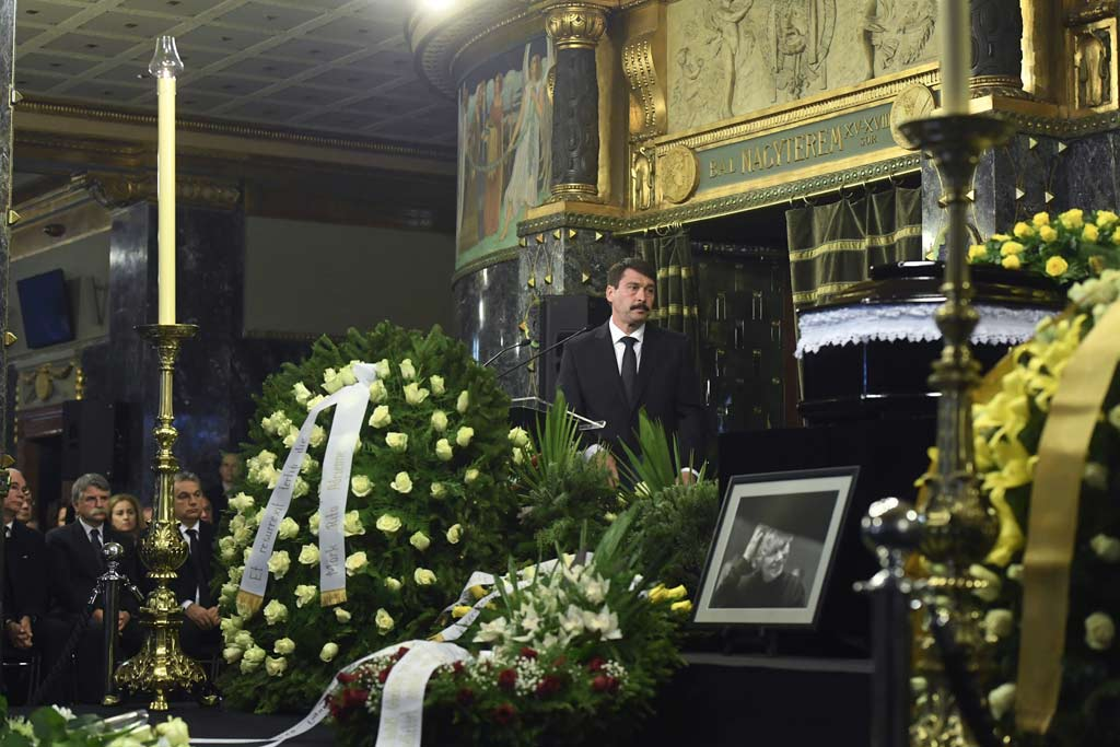 Áder János köztársasági elnök búcsúbeszédet mond.