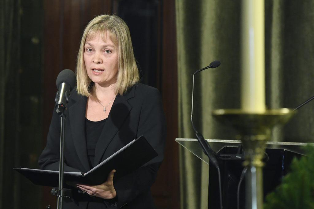 Vigh Andrea, a Liszt Ferenc Zeneművészeti Egyetem rektora búcsúbeszédet mond.