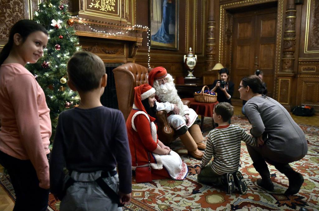 Joulupukki, a lappföldi Mikulás Budapesten, a Magyar Állami Operaházban 2016. december 1-jén. MTI Fotó: Máthé Zoltán