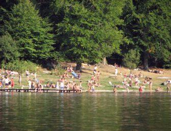 Piperkőc turisták szennyezik a Szent Anna-tavat