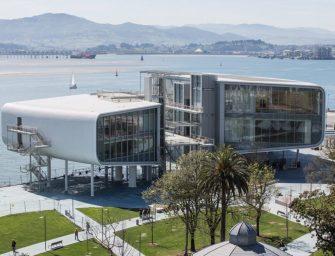 A tenger vizének fényét tükrözi vissza az új spanyol kulturális központ