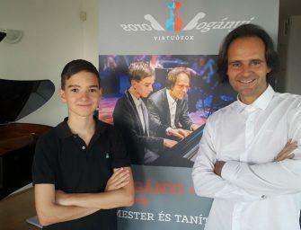Boros Misi kapott egy Bösendorfer zongorát