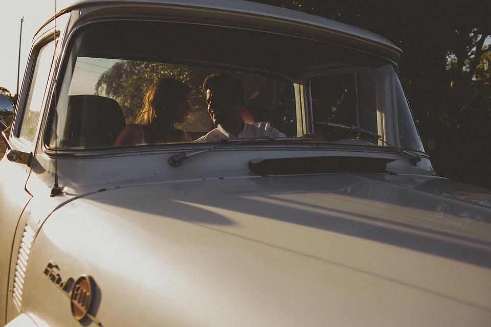 Gépkocsivezetés közben szeretkezett a házaspár