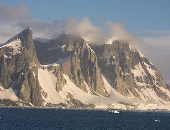 Óriási veszélyt rejt: Az Antarktisz alatt húzódik a világ legnagyobb vulkánmezője