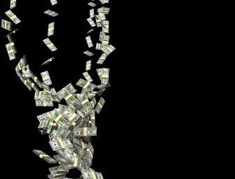 50 ezer darab bankjegyet fújt szét a szél az autópályán