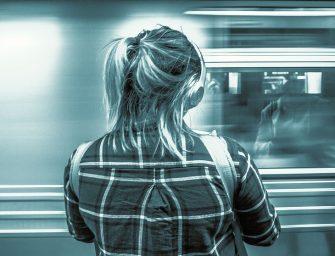 Félmeztelenül is utazhatnak a nők a New York-i metrón