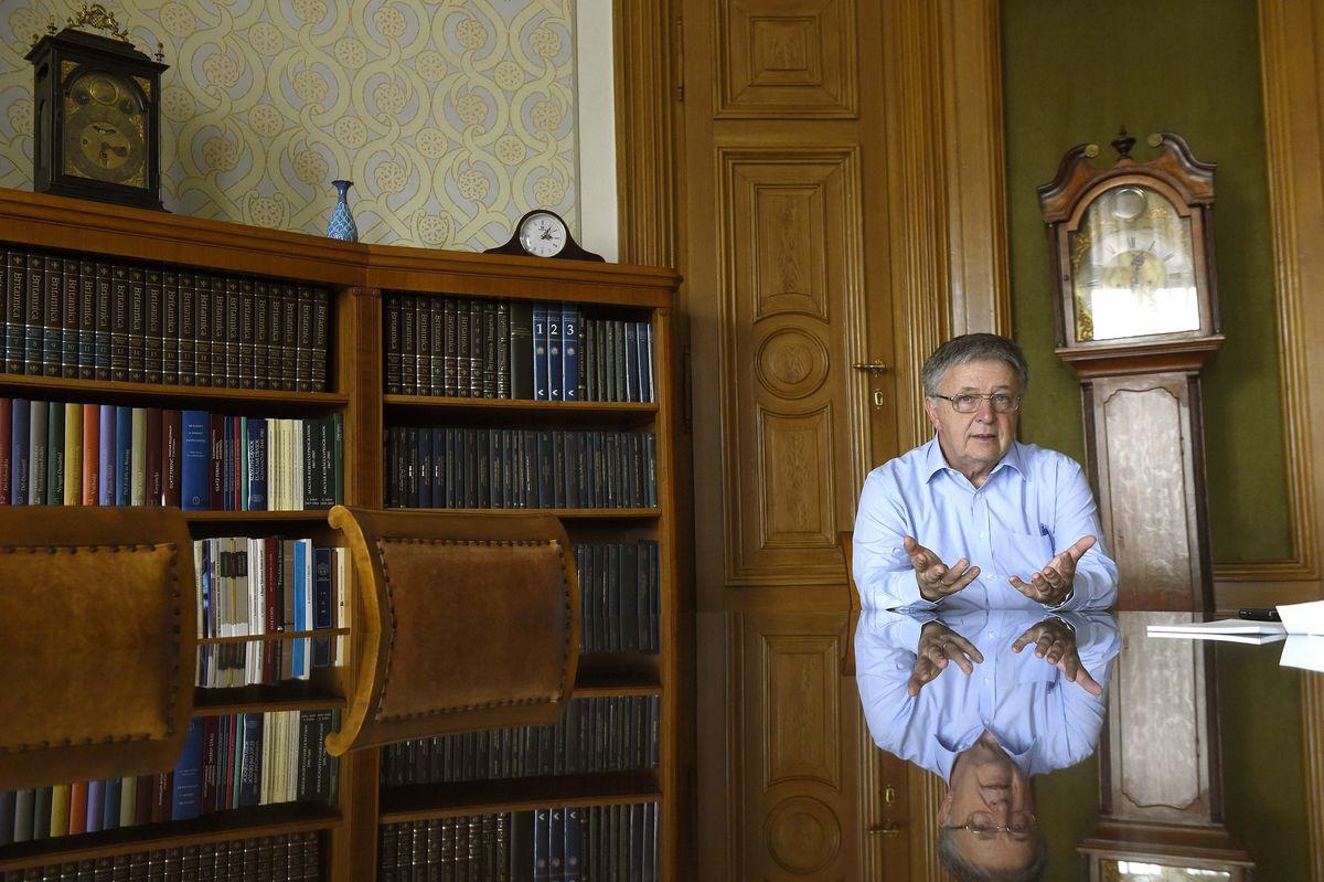 Irodalmi mű született Lovász László matematikai Nobel-díjának tiszteletére