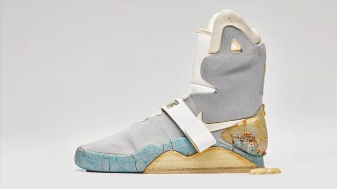 Vissza a jövőbe: önbefűzős cipőért ennyi pénzt még nem adtak